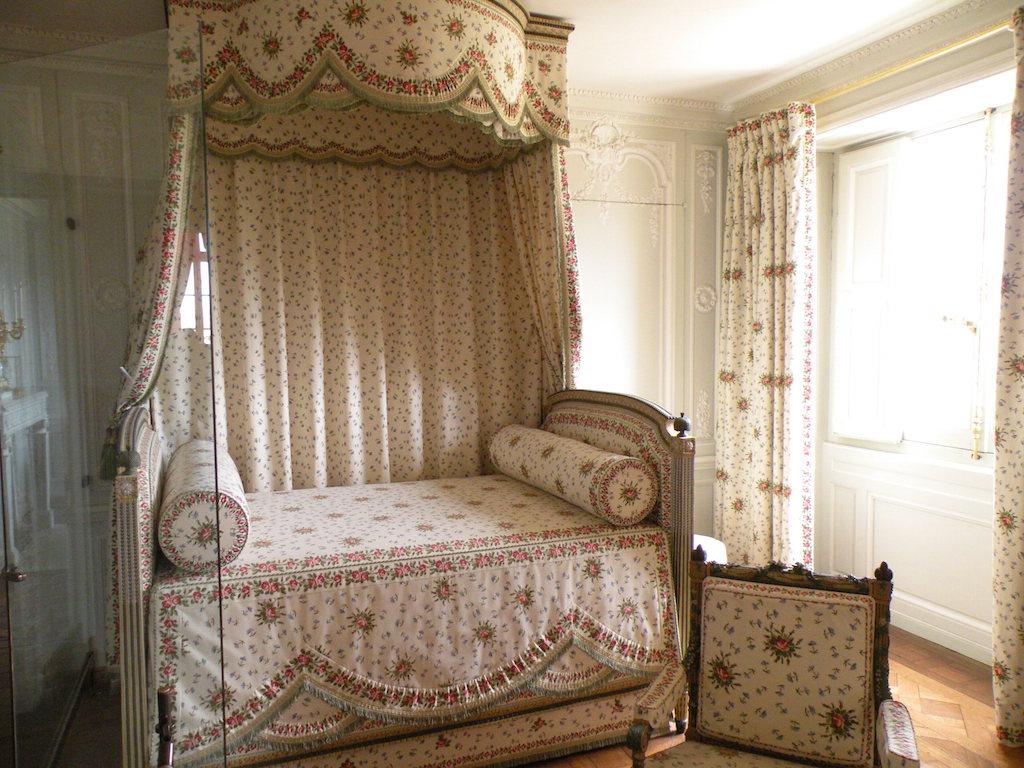 t te de lit louis 16 architecte d 39 int rieur. Black Bedroom Furniture Sets. Home Design Ideas