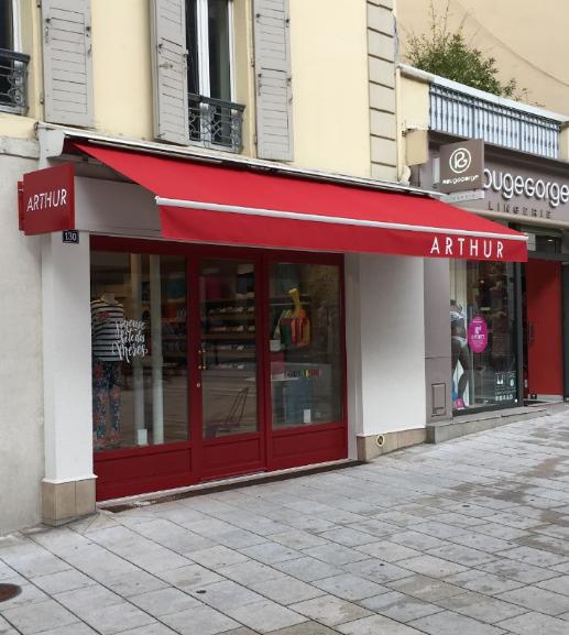 devanture boutique en vue trois quart