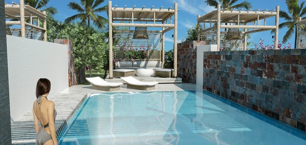 Piscine avec espace détente et plage privé