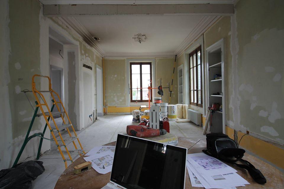 Réunion de chantier phase de rénovation maison de maitre